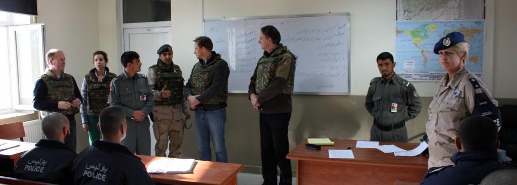 de-leden-van-de-vaste-commissie-in-kunduz-afghanistan