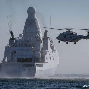 Zr.Ms. Groningen en NH90